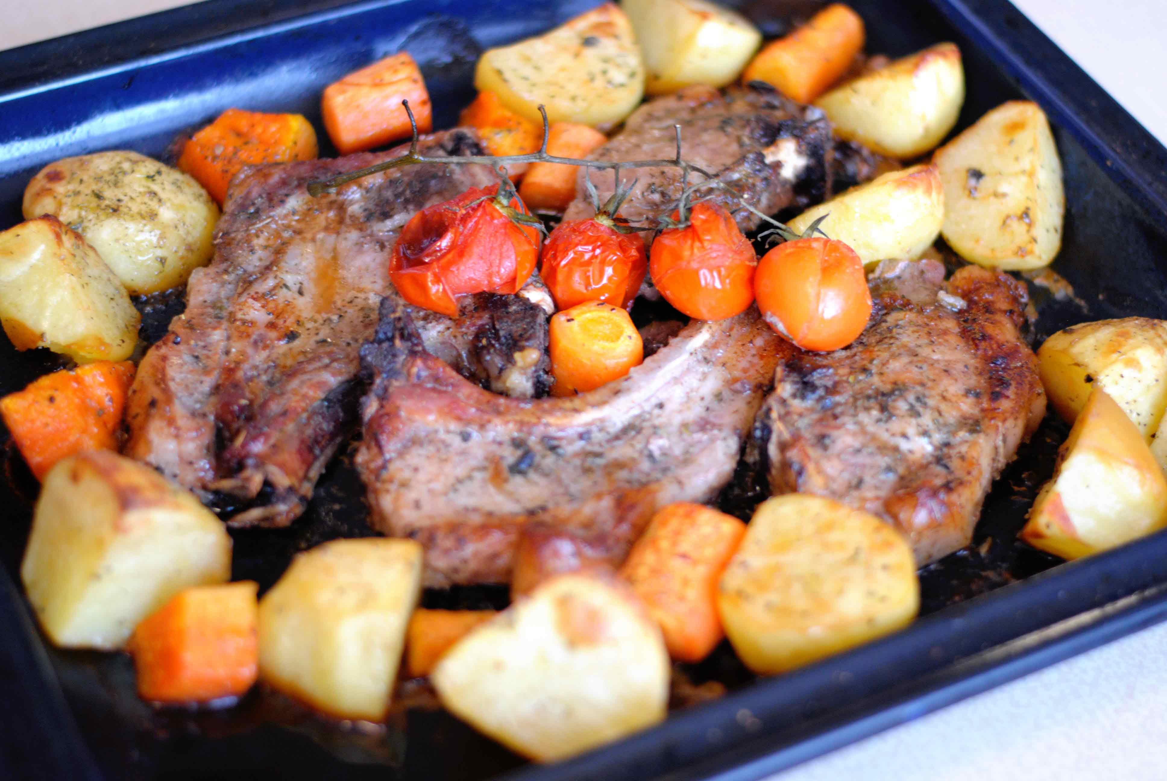 Корейка свиная рецепты в духовке помидором